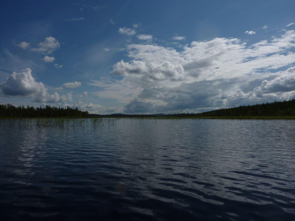 Petit lac perdu en Laponie